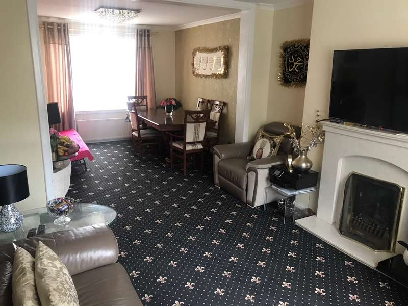 3 Bedrooms Semi Detached House for sale in Woodrow Road, Glasgow
