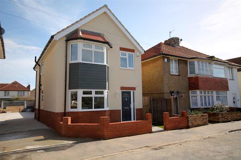 3 Bedrooms House for sale in Carrs Road, Clacton on Sea