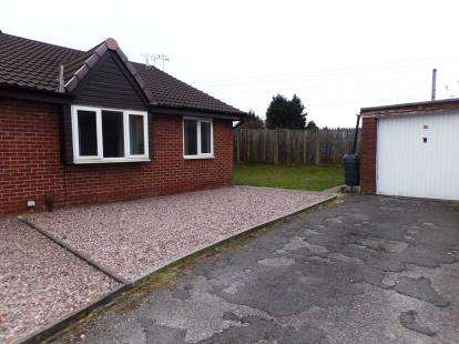 2 Bedrooms Bungalow for sale in Melton Place, Leyland, PR25