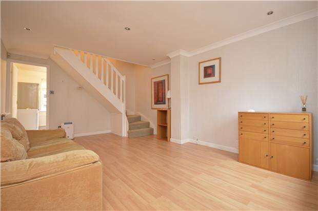 2 Bedrooms Terraced House for rent in Connaught Gardens, MORDEN, Surrey, SM4