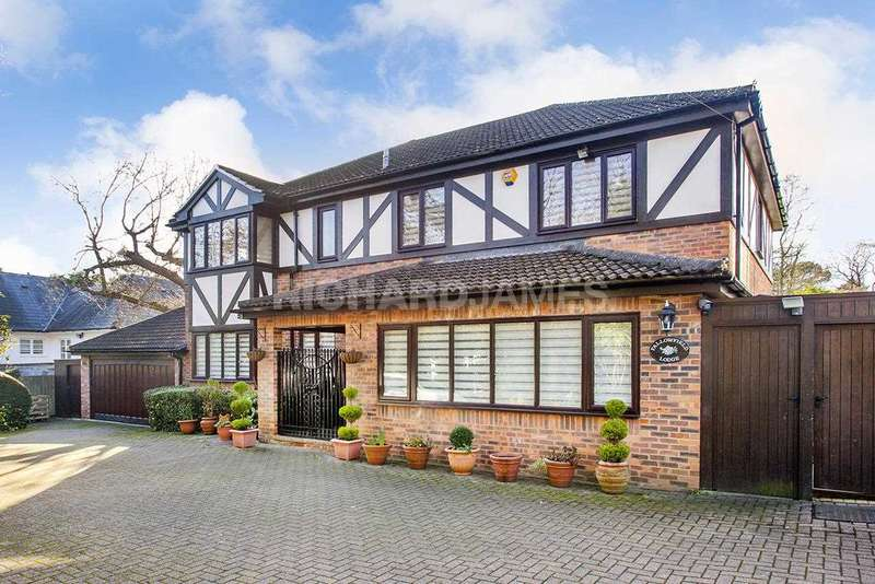 5 Bedrooms Detached House for sale in Fallowfield Lodge, Hendon Wood Lane, London