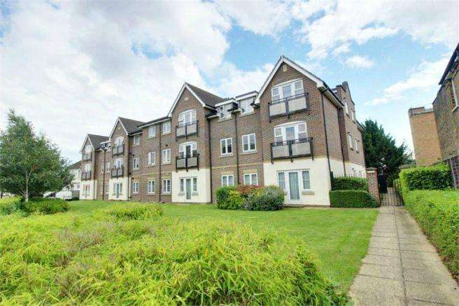 2 Bedrooms Flat for sale in Southbury Road, Enfield
