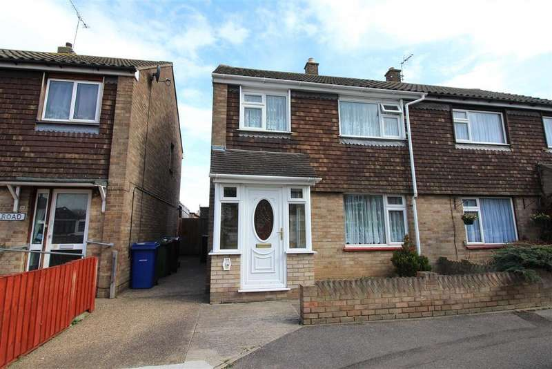 3 Bedrooms Semi Detached House for sale in Jesmond Road, Blackshots, Grays