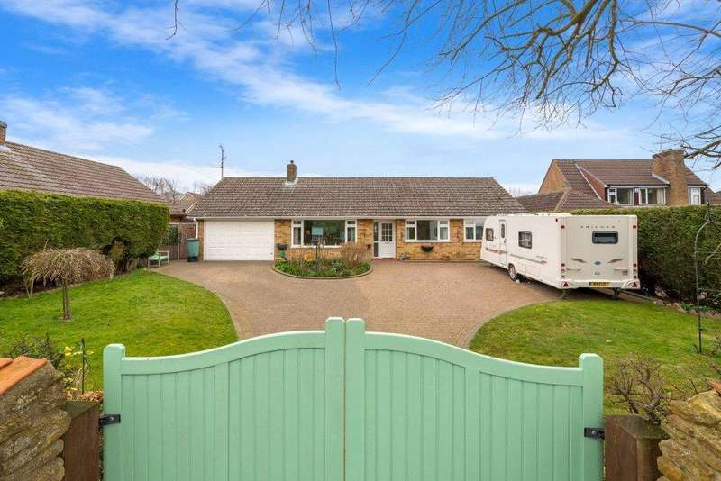 4 Bedrooms Detached Bungalow for sale in High Street, Caythorpe, Grantham, NG32
