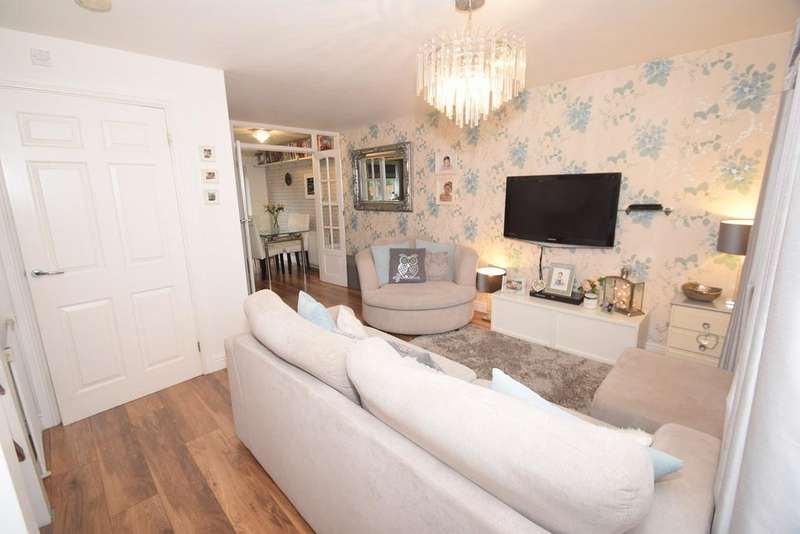 2 Bedrooms Detached House for sale in Pimpernel Way, Chatham, ME5