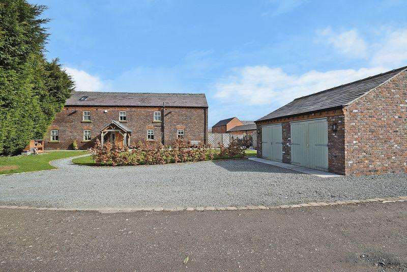 5 Bedrooms Detached House for sale in Cranshaw Lane, Widnes