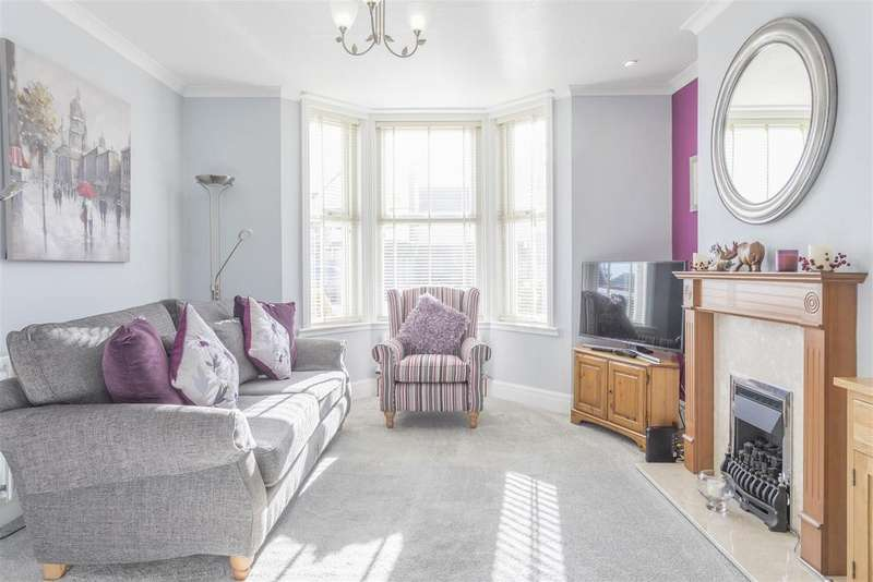 3 Bedrooms Semi Detached House for sale in Cross Road, Southwick, Brighton