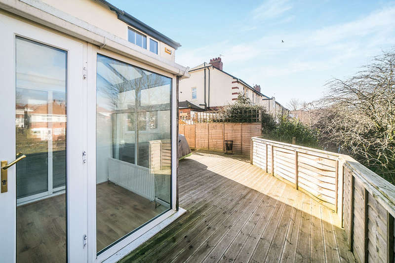 3 Bedrooms Semi Detached House for sale in Elm Street West, Sunniside, Newcastle Upon Tyne, NE16