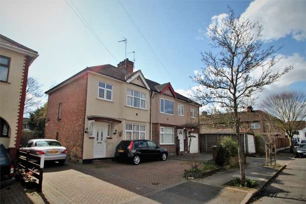 3 Bedrooms Semi Detached House for sale in View Close, Harrow, Middlesex