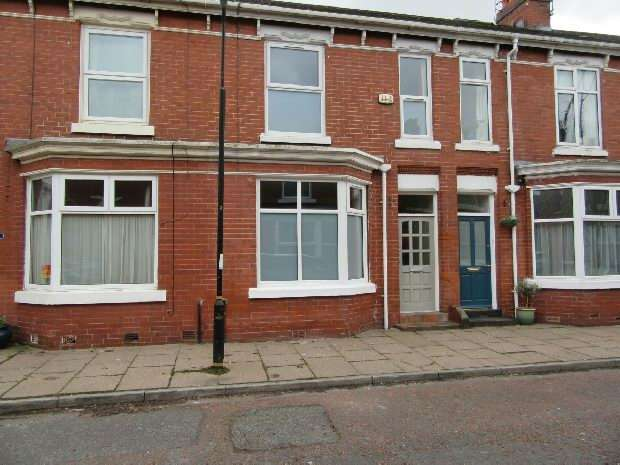 2 Bedrooms Terraced House for sale in Khartoum Street, Old Trafford, Manchester
