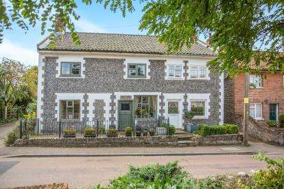 3 Bedrooms Semi Detached House for sale in Southrepps, Norwich, Norfolk
