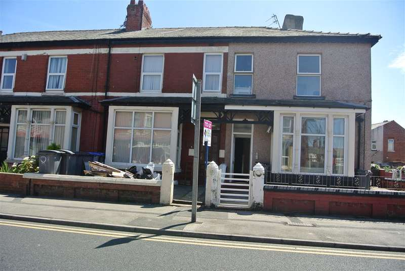4 Bedrooms Flat for sale in Warley Road, Blackpool