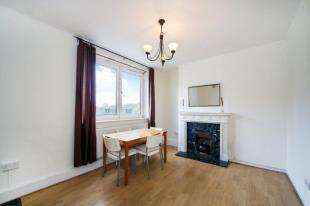 2 Bedrooms Flat for sale in Ramsey House, Maysoule Road, London