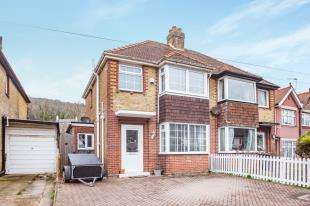 3 Bedrooms Semi Detached House for sale in Manor Road, Dover, England, Kent