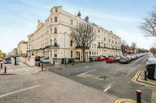 2 Bedrooms Flat for sale in Palmeira Avenue Mansions, 21-23 Church Road, Hove, East Sussex