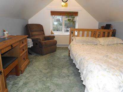4 Bedrooms Bungalow for sale in Parkstone, Poole