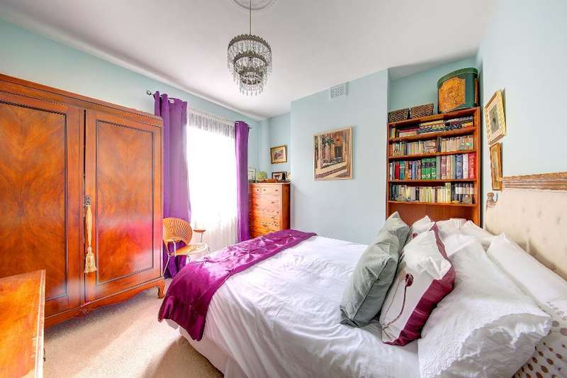 3 Bedrooms Maisonette Flat for sale in Kingston Road, Wimbledon Chase, London, SW20 8JR