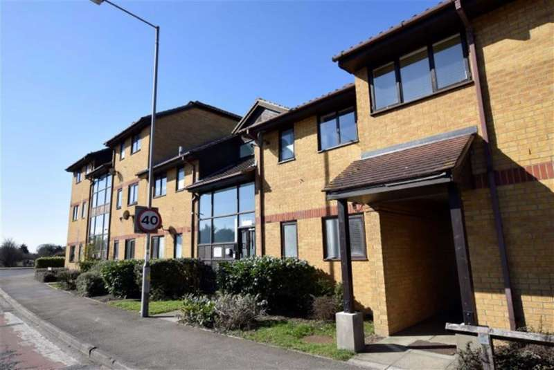 1 Bedroom Flat for sale in Cranfield Park Court, Wickford, Essex