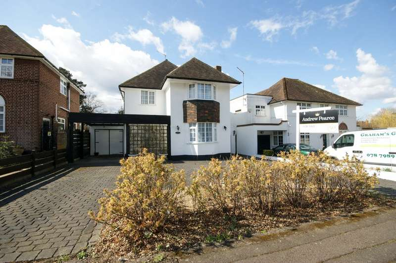 4 Bedrooms Detached House for sale in North Drive, Ruislip