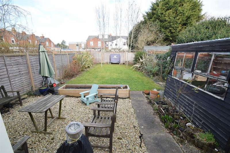 3 Bedrooms Semi Detached House for sale in Nelson Road, Caversham, Reading