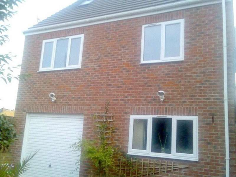2 Bedrooms Detached House for sale in Dewsbury Road, Ossett