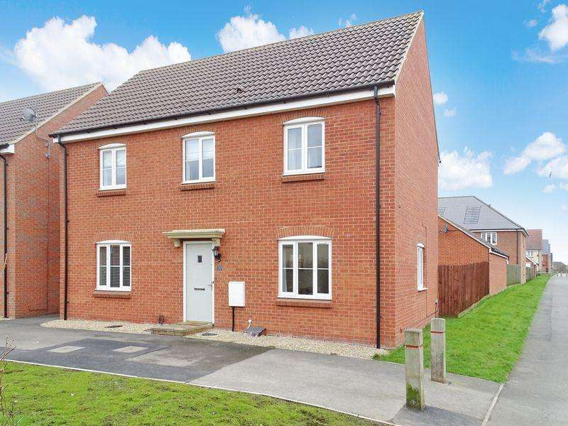 4 Bedrooms Detached House for sale in Skylark Road, Melksham