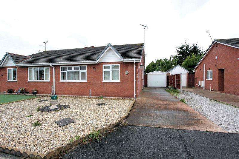 2 Bedrooms Semi Detached Bungalow for rent in Lon Eirin, Towyn