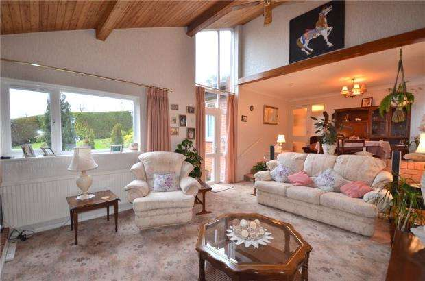 3 Bedrooms Detached Bungalow for sale in Greenham Wood, Bracknell, Berkshire