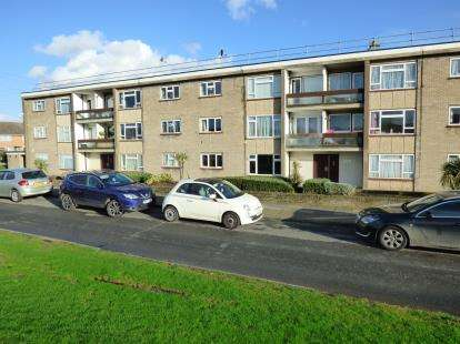 2 Bedrooms Flat for sale in Upminster, Essex