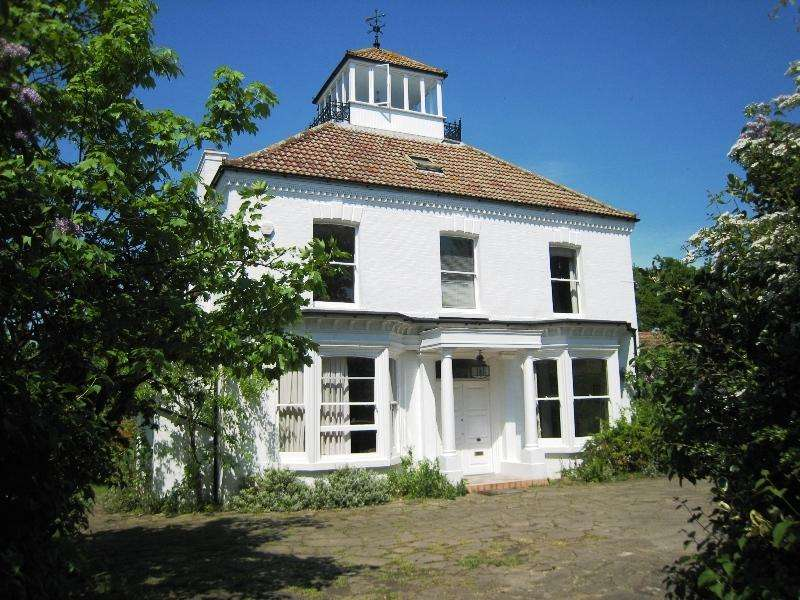 6 Bedrooms Detached House for sale in Well Hill BR6