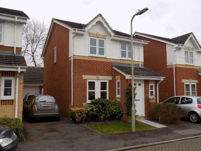3 Bedrooms Detached House for rent in Broadmead, Farnborough, Hampshire