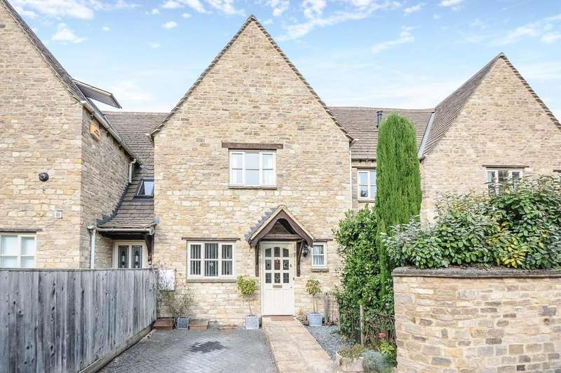 3 Bedrooms House for sale in Farriers Court, Waine Rush View, Witney, OX28