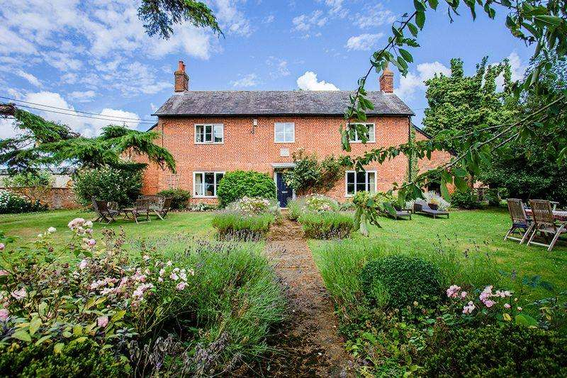 5 Bedrooms Detached House for sale in Preston Bissett, Buckingham