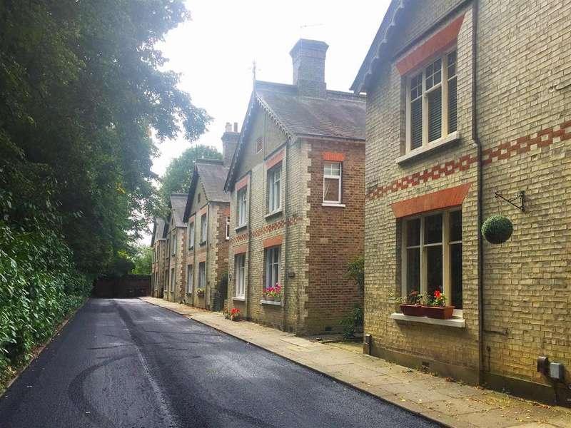 3 Bedrooms House for sale in Summer Grove, Elstree, Borehamwood
