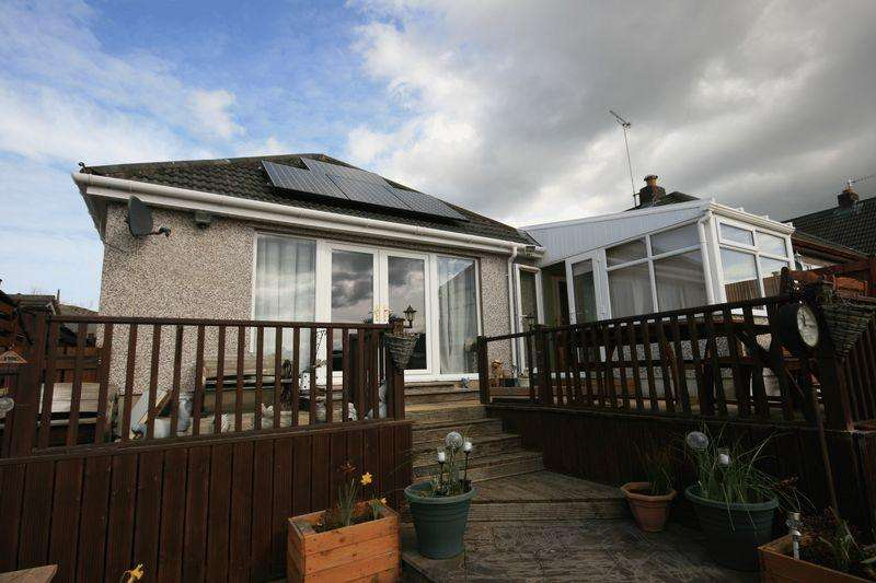 2 Bedrooms Detached Bungalow for sale in 122 Ronald Avenue, Llandudno Junction, LL31 9UJ