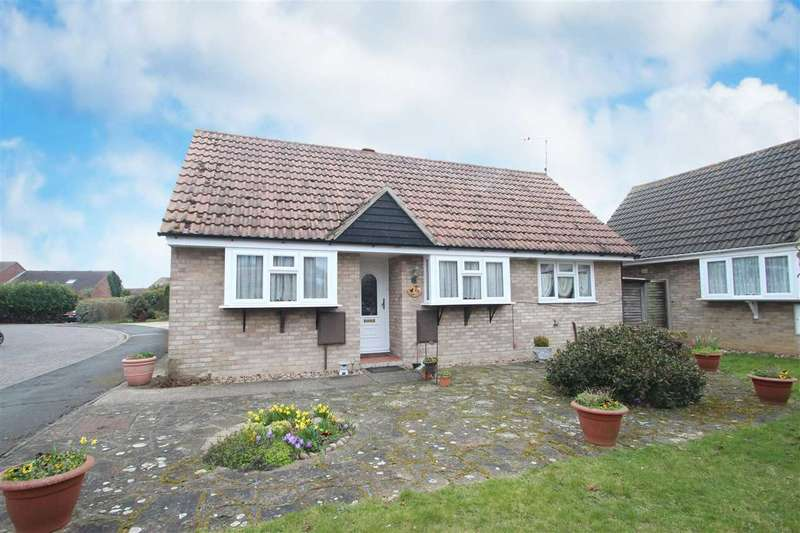 3 Bedrooms Bungalow for sale in Totteridge Close, Clacton-on-Sea