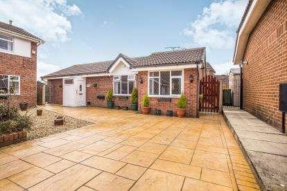 3 Bedrooms Bungalow for sale in Summertrees Avenue, Lea, Preston, Lancashire, PR2