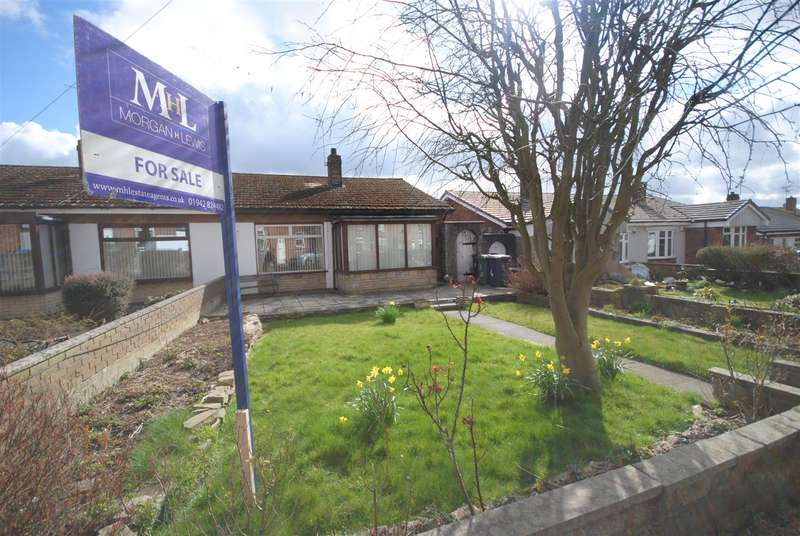 2 Bedrooms Semi Detached Bungalow for sale in Wall Street, Springfield, Wigan