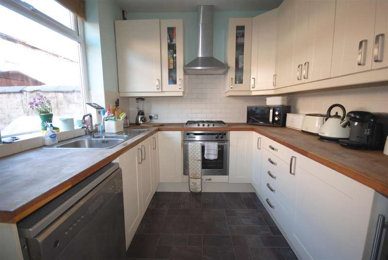 3 Bedrooms Terraced House for sale in Stirling Street, Swinley, Wigan