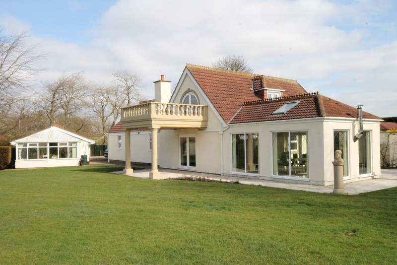 4 Bedrooms Detached House for sale in Dissington Lane, Nr Ponteland