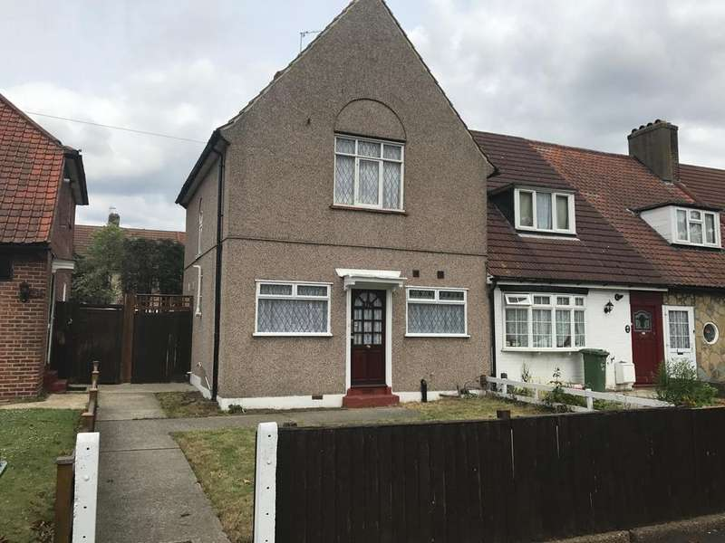 3 Bedrooms Semi Detached House for rent in Valence Avenue, Ilford/London RM8