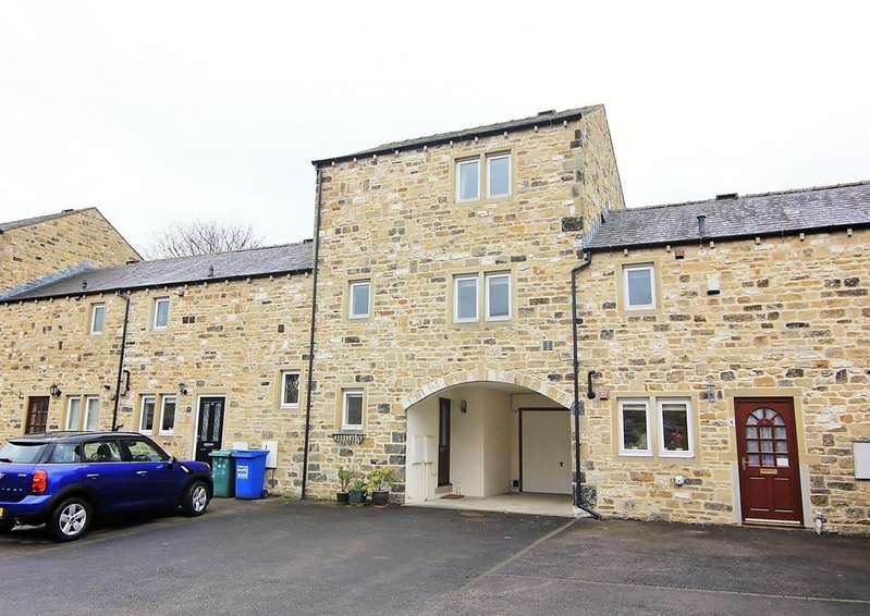 3 Bedrooms Town House for sale in 8 Whinfield Court, Skipton,