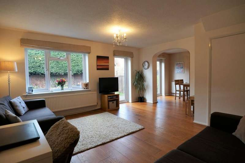 3 Bedrooms Link Detached House for sale in Clayhanger, Guildford GU4 7XT