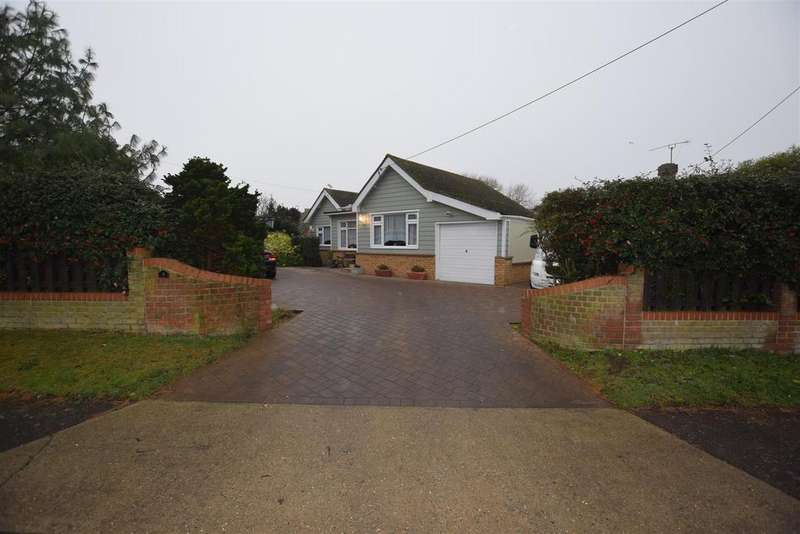 3 Bedrooms Detached Bungalow for sale in Blackmore Avenue, Canvey Island