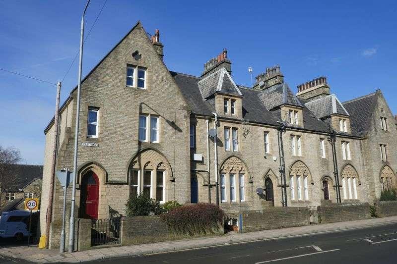 5 Bedrooms Property for sale in Beverley Terrace, Halifax, HX3