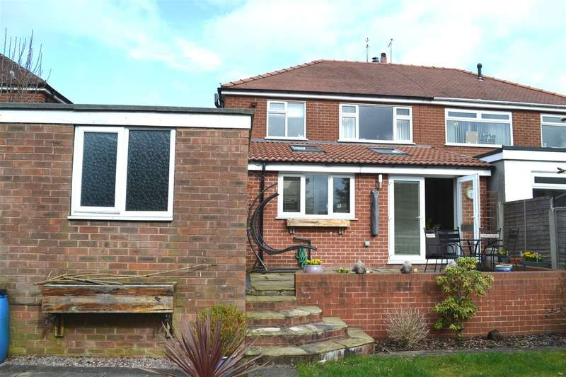3 Bedrooms Semi Detached House for sale in Hayman Avenue, Pennington, Leigh