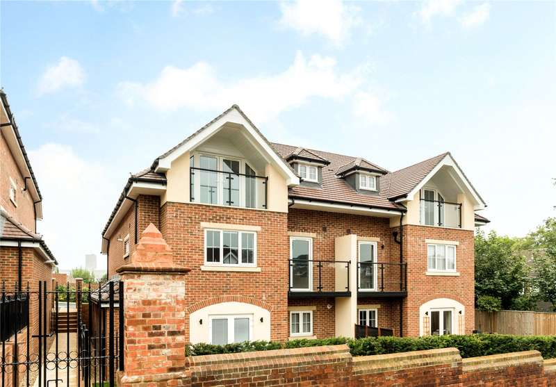 2 Bedrooms Flat for sale in Carroll Place, Guildford, Surrey, GU2