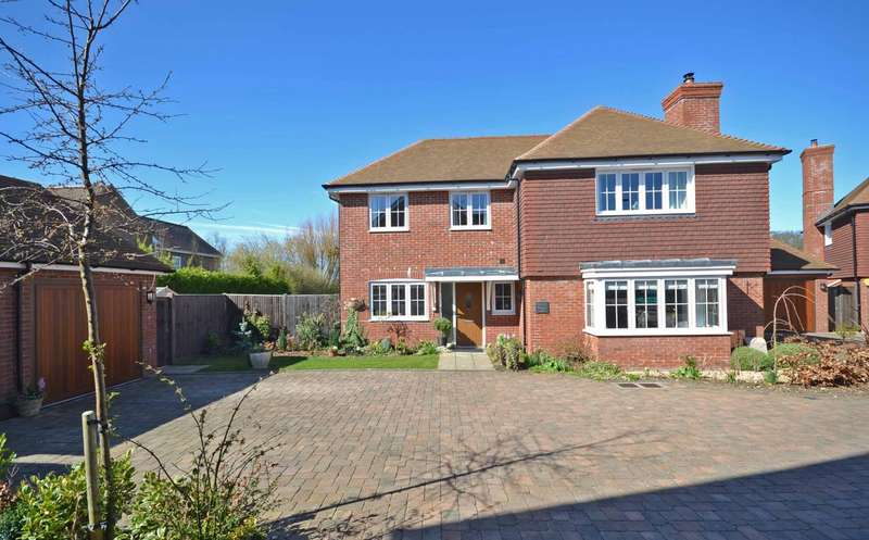4 Bedrooms Detached House for sale in Brook Meadows, Hambrook Hill South, Hambrook, PO18
