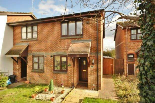 2 Bedrooms End Of Terrace House for sale in Fleetham Gardens, Lower Earley, Reading