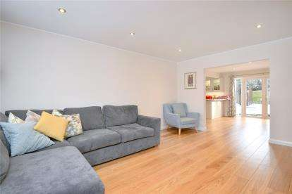 4 Bedrooms Detached House for sale in Fenn Close, Bromley